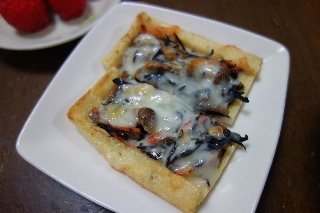 ひじきの油揚げピザ