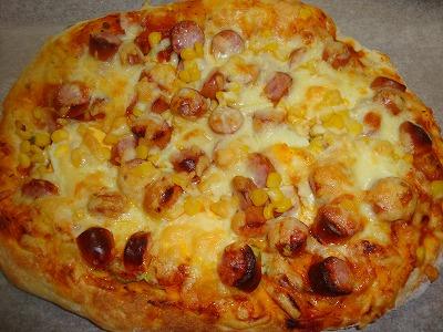 100505ソーセージとチーズのピザ