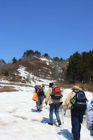 只見スキー場旧第2リフトから登山開始