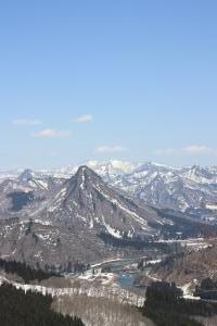 大土山へ下山する際に見える蒲生岳