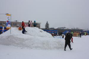 会場に設置された滑り台