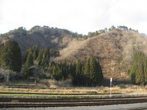 只見駅後ろの要害山