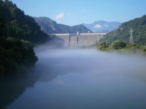 田子倉ダムからの川霧