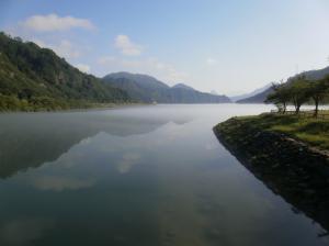 霧が晴れていく只見湖