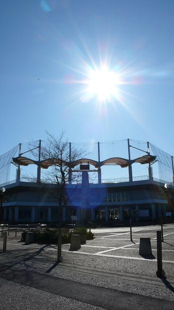 ■徒歩5分の市営球場です!駐車場では毎週土曜日に朝市が開催されます。
