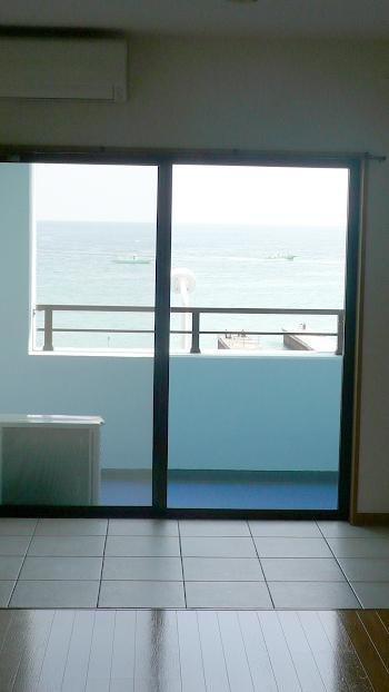 ■お部屋の中から見えるのは海だけ!