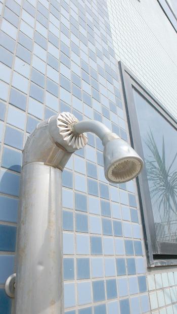 ■リゾートマンションなのでサーファー必須の屋外シャワーも完備してます!