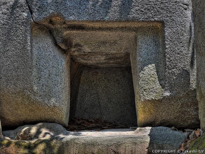 石宝殿古墳