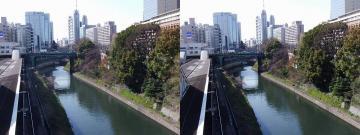 御茶ノ水駅ホームと川