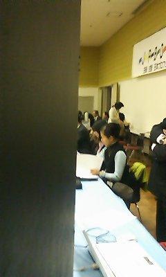 1月23日_司会席のモモちゃん21529_01