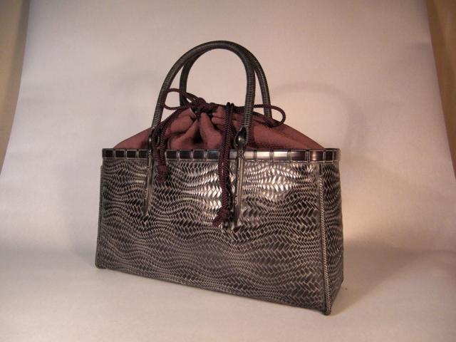 横長の波網代のバッグ