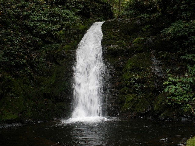 新里村 安庭沢の滝