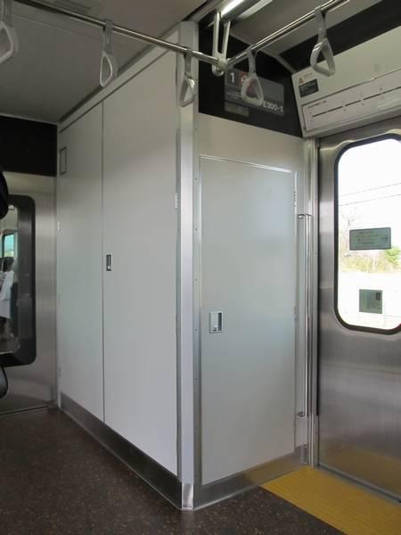 車端部に設けられている機器室