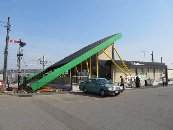 "ACCUM""導入に合わせて改築された烏山駅の駅舎。"