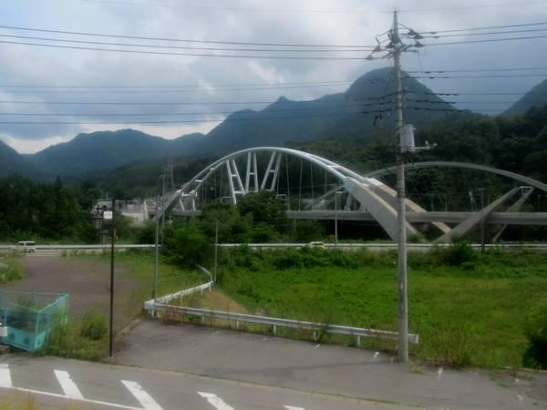 川原湯温泉~長野原草津口の車内から見た終点(大前)方新旧接続地点。