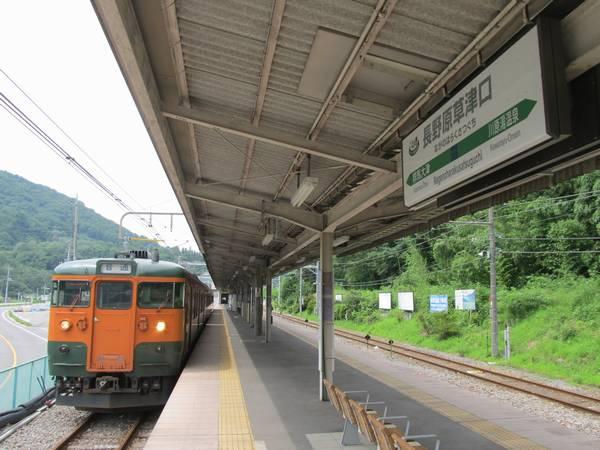 長野原草津口駅に停車中の115系。東京都心からは引退した国鉄形式もここでは健在。