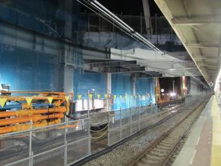 0・1番線上部で建設が始まった新駅舎の人工地盤。