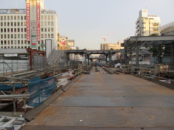 ホーム・線路のほとんどが撤去された地上駅跡地