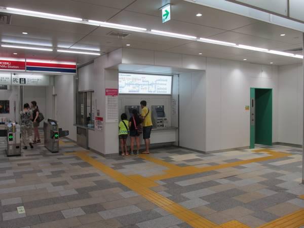 券売機脇にはエレベータも新設された。