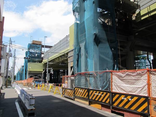 2013年6月末に使用を終了した品川通りの仮設陸橋。