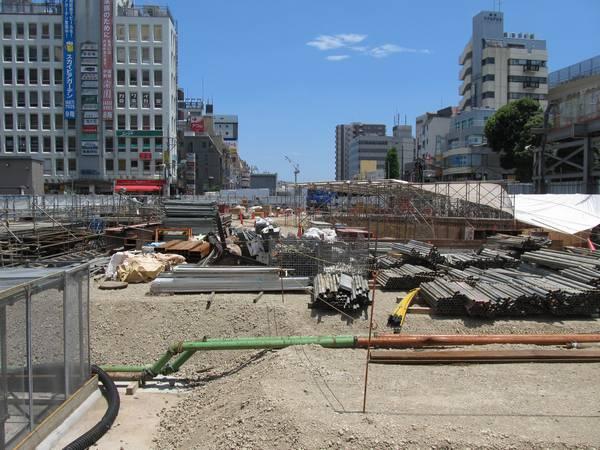 地上の線路施設は概ね撤去が完了した。