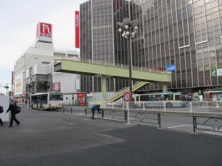 北口駅前広場に放置されていた歩道橋。