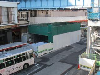 解体中の旧14番出入口。