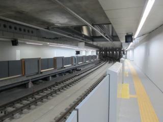 新4・5番線横浜方。前回の記事冒頭の行き止まりだった状態と同位置から撮影。