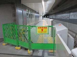 6(現4)番線横浜方。横浜方には進出できないため列車種別表示器は無い。