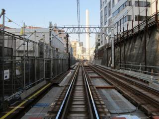 渋谷1号踏切から渋谷駅方面を見る。