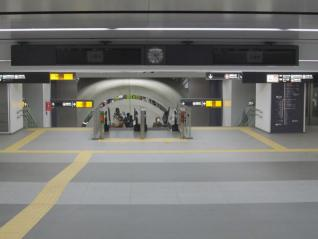 発車案内板が増設された副都心線B2F~B3Fコンコース。