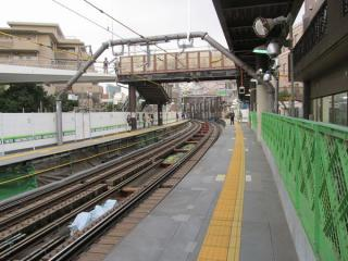 代官山駅ホーム中央付近(切替前)