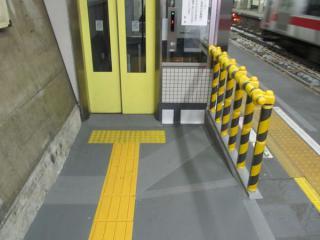 エレベータの乗り口は切替後の床面に合わせて下げられた。