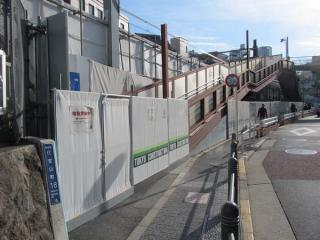 代官山駅渋谷方の歩道橋の一部は2月初めより通行止めとなっている。