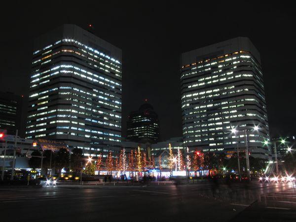 京葉線海浜幕張駅前に建つテクノガーデン。