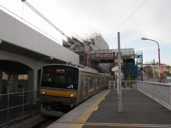南多摩駅付近で建設が進むアーチ橋