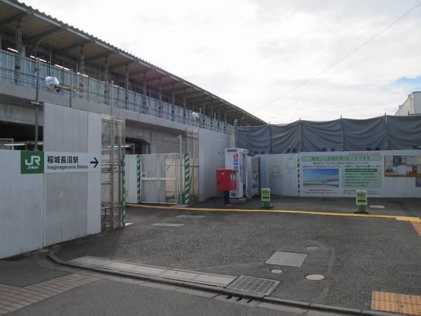 地上時代に使用していた北口の仮設駅舎は解体済み。