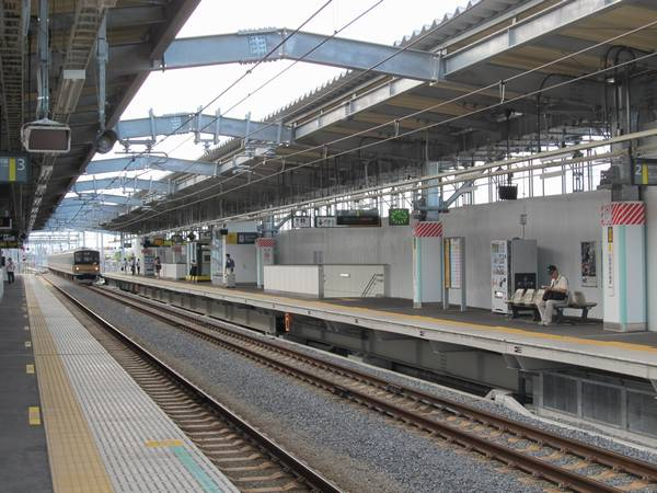 使用を開始した稲城長沼駅上り線ホーム(2番線)。