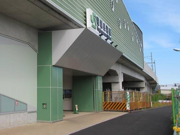 上り線高架化と同時に開設された稲城長沼駅南口