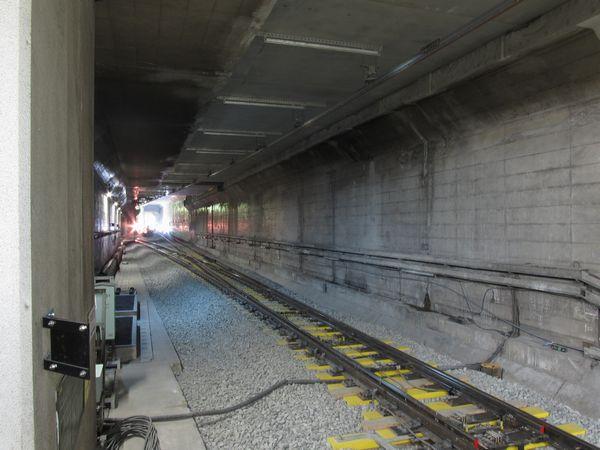 連絡線との合流用分岐器が挿入された千川駅のA線和光市方。