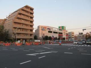 千川駅地上の作業帯は規模が縮小された。