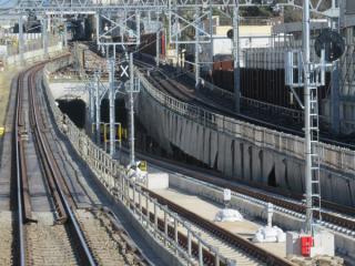 代々木上原駅側と同様信号や架線の設置は済んでいる。