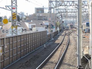 代々木上原駅ホーム先の緩行線・急行線分岐部分(下り線側)。分岐区間の長さを短縮するためシーサスクロッシングに交換された。