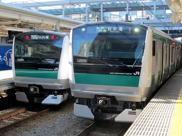 大崎駅で並ぶ埼京線E233系7000番台