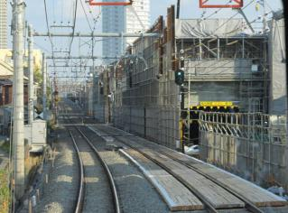 石神井公園~大泉学園間の仮設高架橋取り付け部分付近。第2期区間に向けて高架橋の延長が開始された。