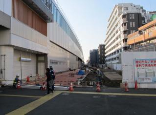 仮設駅舎の跡地では遊歩道の建設が開始された。