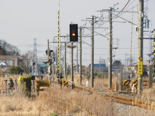 水郷駅付近にある遠方信号機(四隅が角ばった信号機)は「自動閉塞(特殊)」の証。