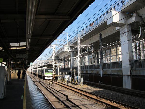 神田駅付近で建設が進む東北縦貫線の高架橋