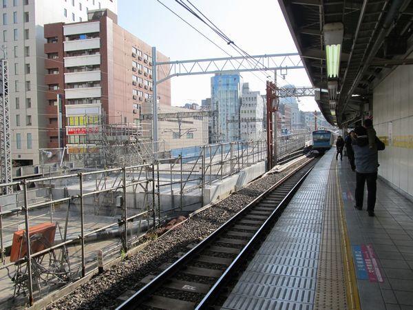 秋葉原駅構内の高架橋は既存のものを改修の上流用する。