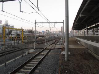 11番線ホーム端から建設中の新車両基地を見る。